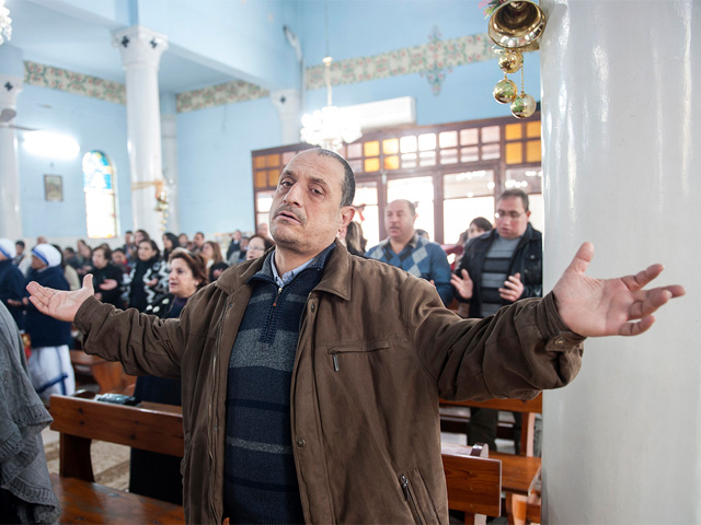 Parisioner-prays-at-Mass-Holy-Family-Church-in-Gaza